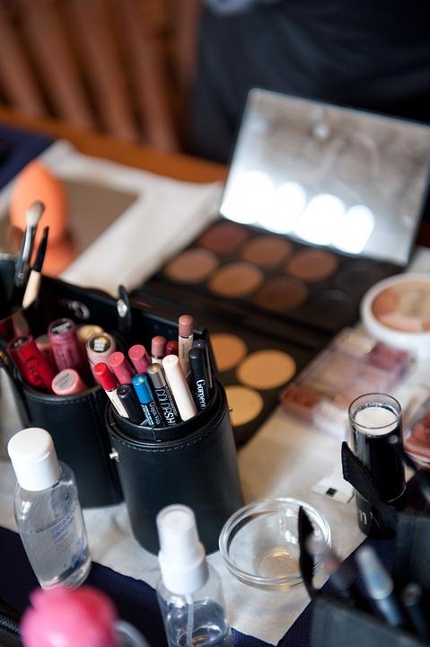 kosmetyki kolorowe różne