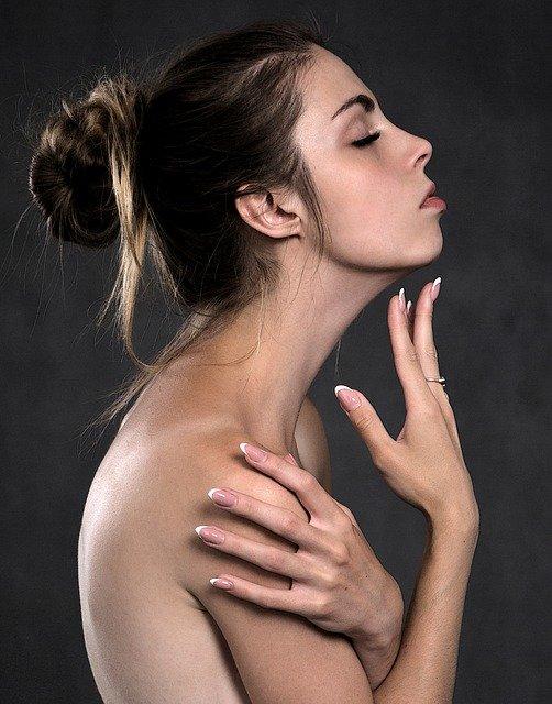 pielęgnacja twarzy z użyciem serum estee lauder